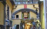 Ferienwohnungkampanien: Apartment Im Historischen Zentrum Von Neapel