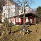 Ferienhaus Schweiz: Alleinstehendes Ferienhaus Direkt Am Fluss Im Zentrum ...